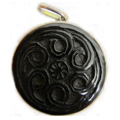 Artesania Asturiana -  Colgante espirales celtas talladas - Editorial Picu Urriellu