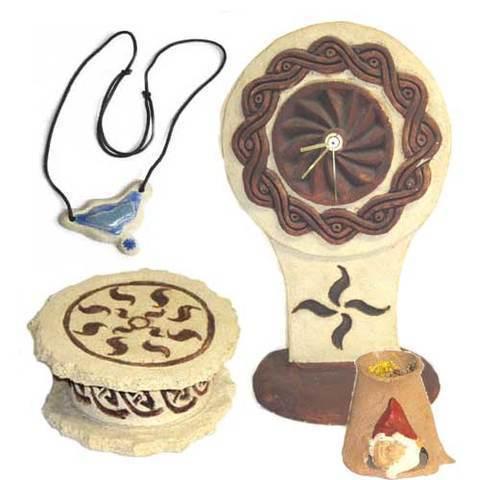 Artesania Asturiana - Reloj sobre mesa + Joyero + Colgante ceramica motivo celta - Editorial Picu Urriellu