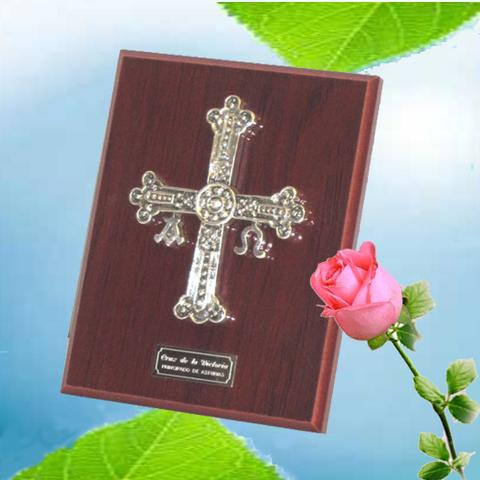 Artesania Asturiana - Cruz Victoria placa sobremesa pequeña - Editorial Picu Urriellu