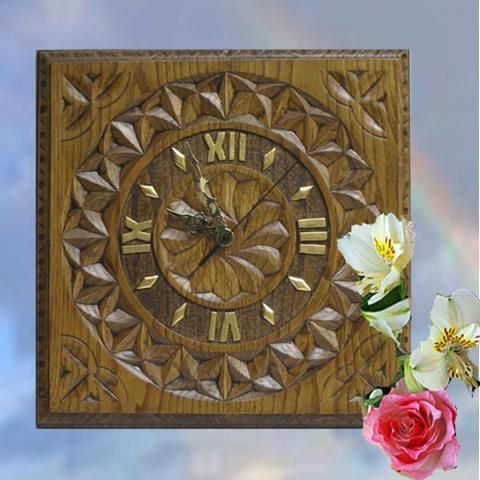 Artesania Asturiana - Reloj cataño tallado con flor galana cuadrado - Editorial Picu Urriellu