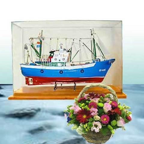 Artesania Asturiana - Barco maqueta con luz y vitrina  - Editorial Picu Urriellu