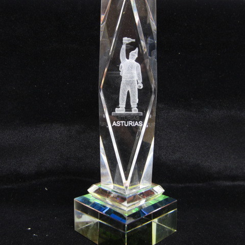 Artesania Asturiana - Monolito cristal Gaiteiro - Editorial Picu Urriellu