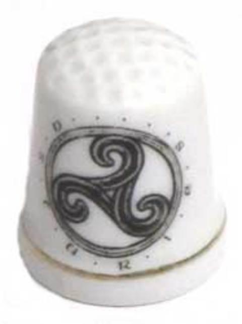 Artesania Asturiana -  Dedal porcelana blanca - motivos variados - Editorial Picu Urriellu