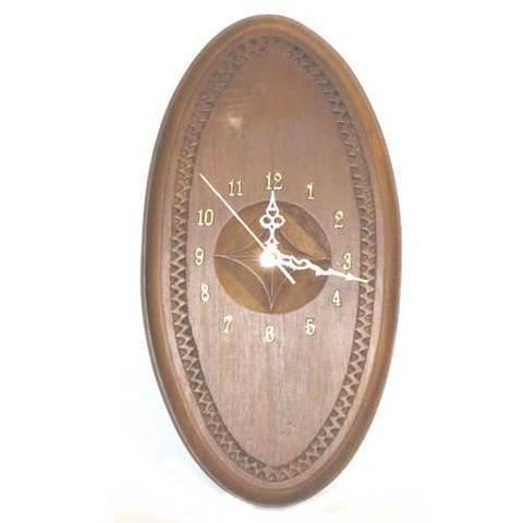 Artesania Asturiana -  Reloj castaño tallao con flor galana ovalado  - Editorial Picu Urriellu