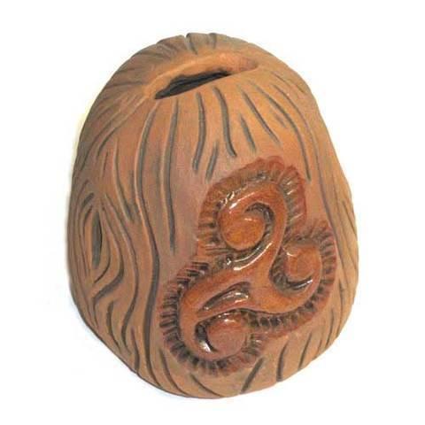 Artesania Asturiana - Hucha ceramica motivo trisquel - Editorial Picu Urriellu