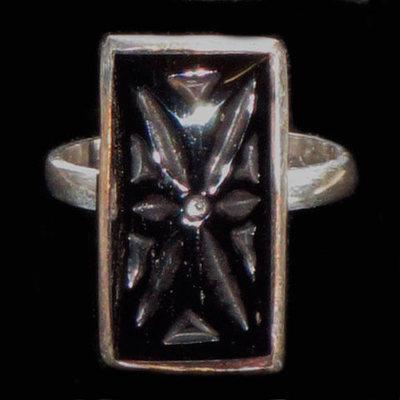 Anillo plata/azabache rectangular flor galana tallada