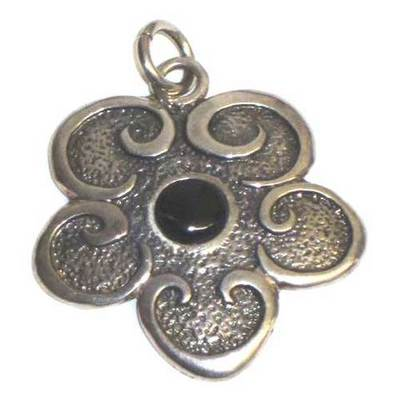 Colgantes plata y azabache motivos celtas