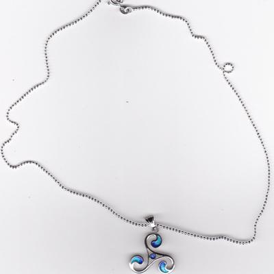 Colgante plata trisquel con cordón azul