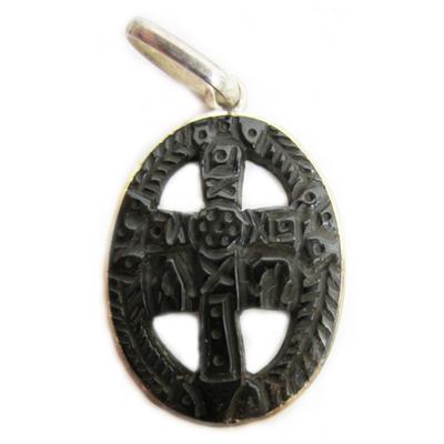 Colgante medalla cruz de la victoria tallada mediana
