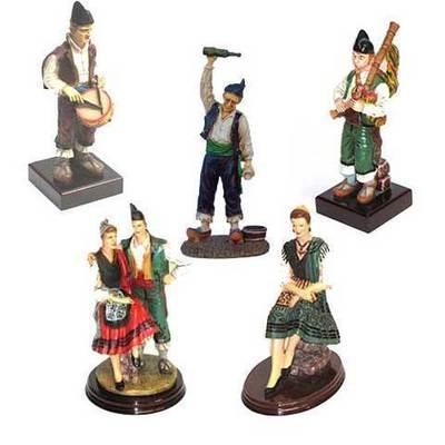 Figuras tradicionales asturianas pequeñas