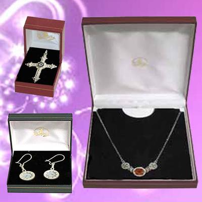 Gargantilla, pendientes y cruz victoria quiastolita y plata