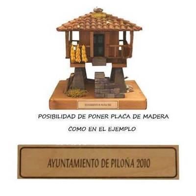 Personalizar horreo de madera con placa