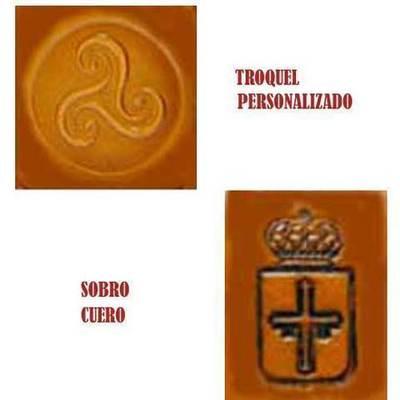Troquelado sobre cuero - personalizar su logotipo
