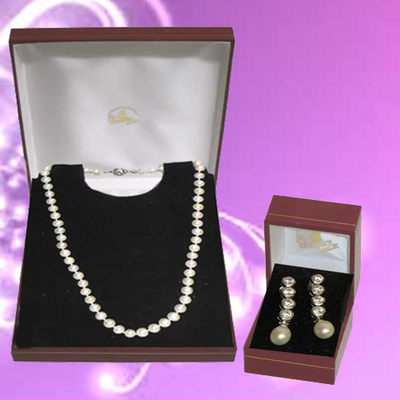 Collar y pendientes  de plata y perlas