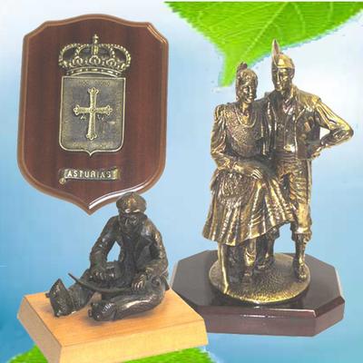 Escudo Asturias, cabruñador y pareja asturianos