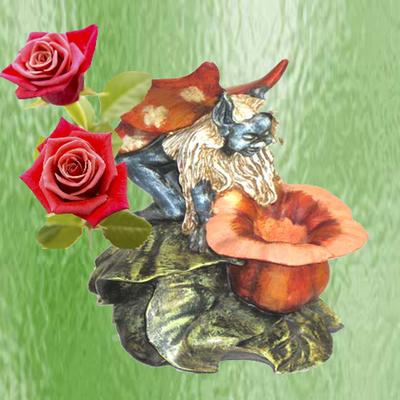 Hada sobre capullo en flor