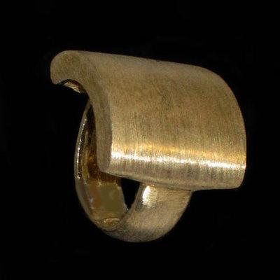 Anillo plata bañada en oro sello