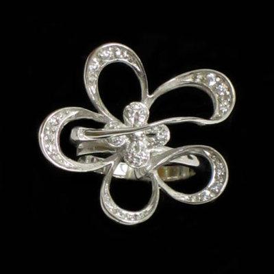 Anillo plata diseño flor con circonitas