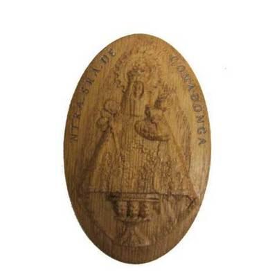 Imán madera tallada Virgen de Covadonga con su nombre