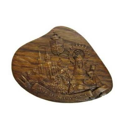 Imán madera tallada Virgen de Covadonga escudo Asturias
