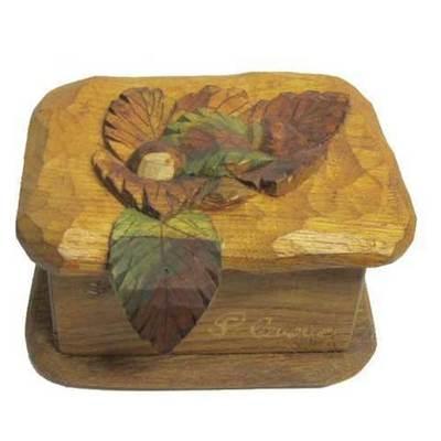 Caja joyero de castaño con castañas talladas