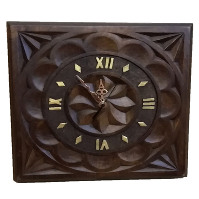 Reloj castaño tallao con flor galana cuadrado