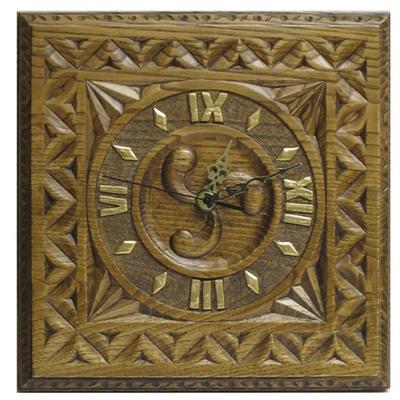 Reloj cuadrado talla trisquel