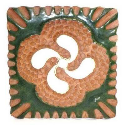Pieza colgar de ceramica  motivos celtas con esmaltes - medianos