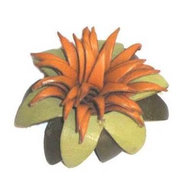 Broche flor de piel